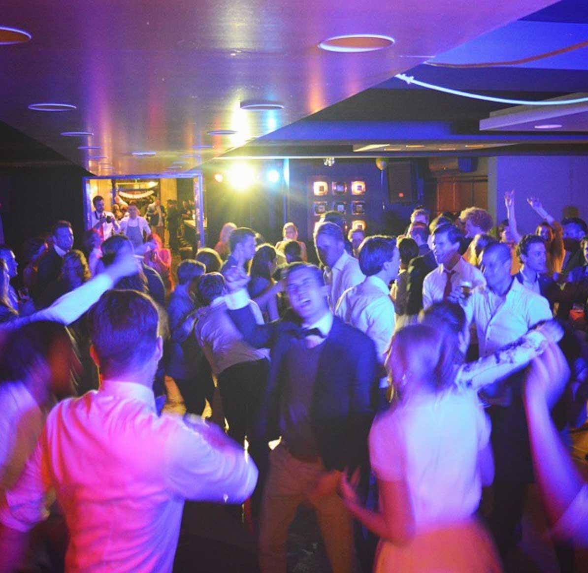 Bruiloft DJ huren feest